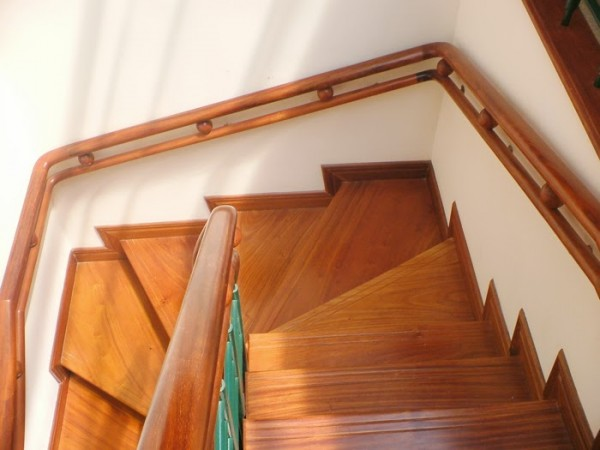 mặt bậc cầu thang gỗ ở biên hòa