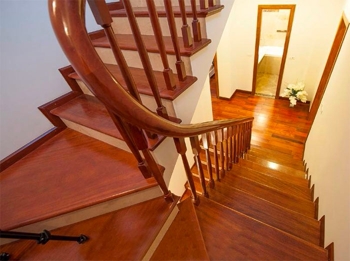 Hình ảnh mẫu ốp bậc thang gỗ đẹp sang trọng