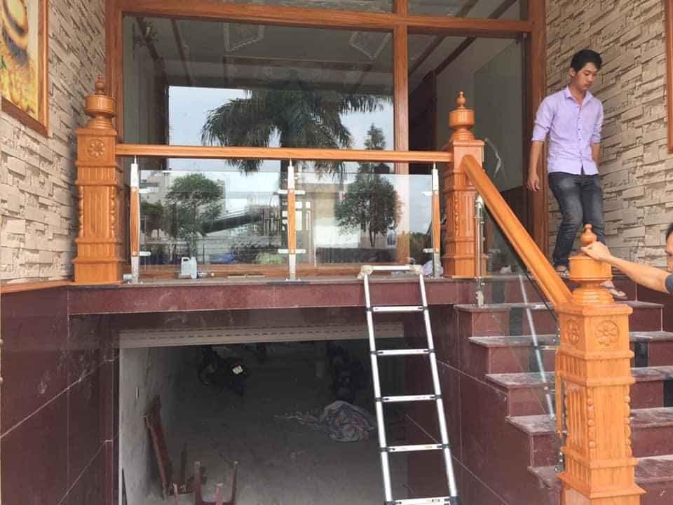 Mẫu Cầu thang gỗ kính giá rẻ tại biên hòa