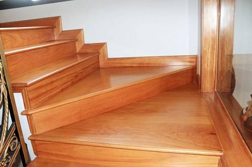 ốp mặt bậc cầu thang gỗ ở biên hòa