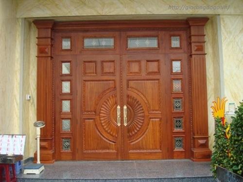 Xưởng mộc đóng cửa gỗ ở Biên Hòa